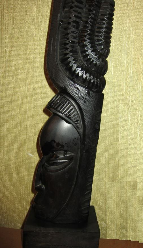 Большая статуэтка из черного (железного) дерева