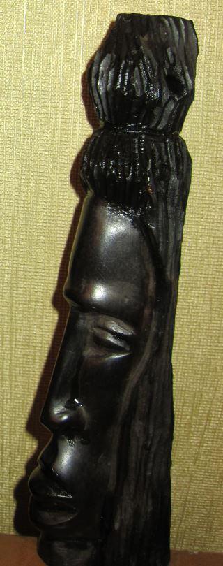 Маленькая статуэтка из черного (железного) дерева