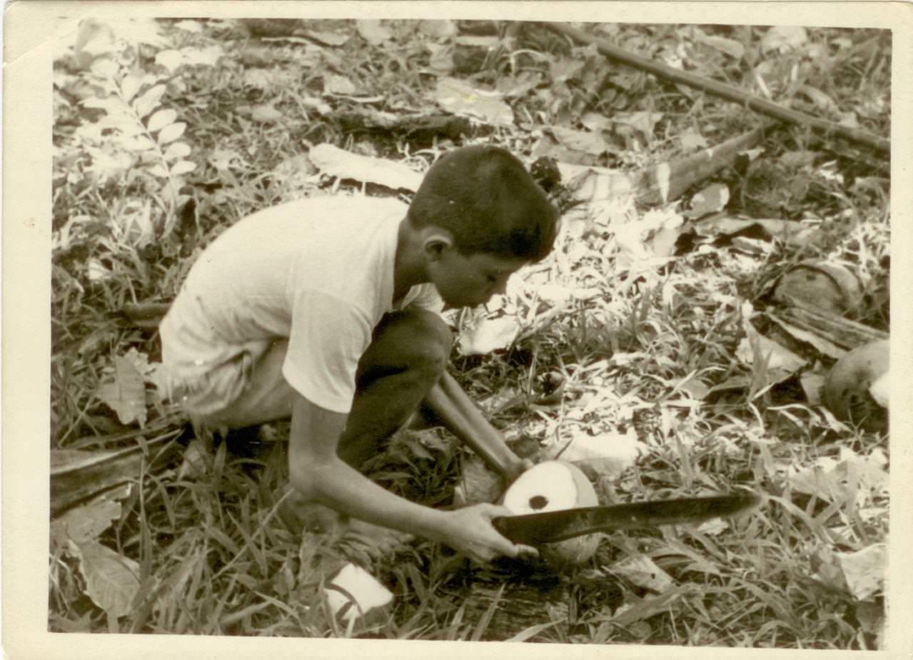 10. Кубинский мальчик с кокосовым орехом. Республика Куба, г. Гавана. 1961 г. Из фондов  Саратовского областного музея краеведения.