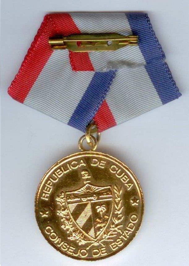 30. Медаль «De la Amistad» («Дружба») Попова Геннадия Александровича. Реверс. Нач. 1980-х гг. ГДР.