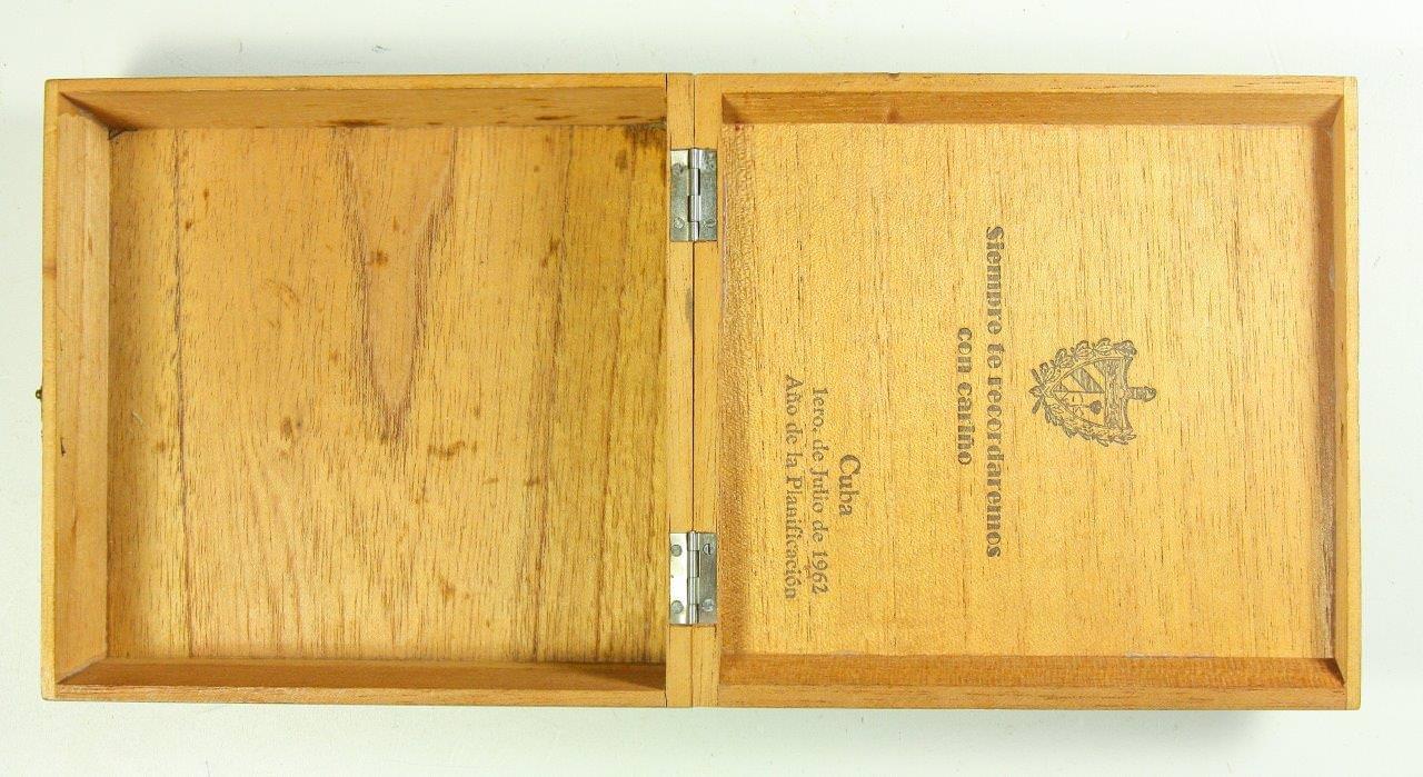 35. Коробка деревянная из-под сигар в раскрытом виде. 1962 г. Республика Куба