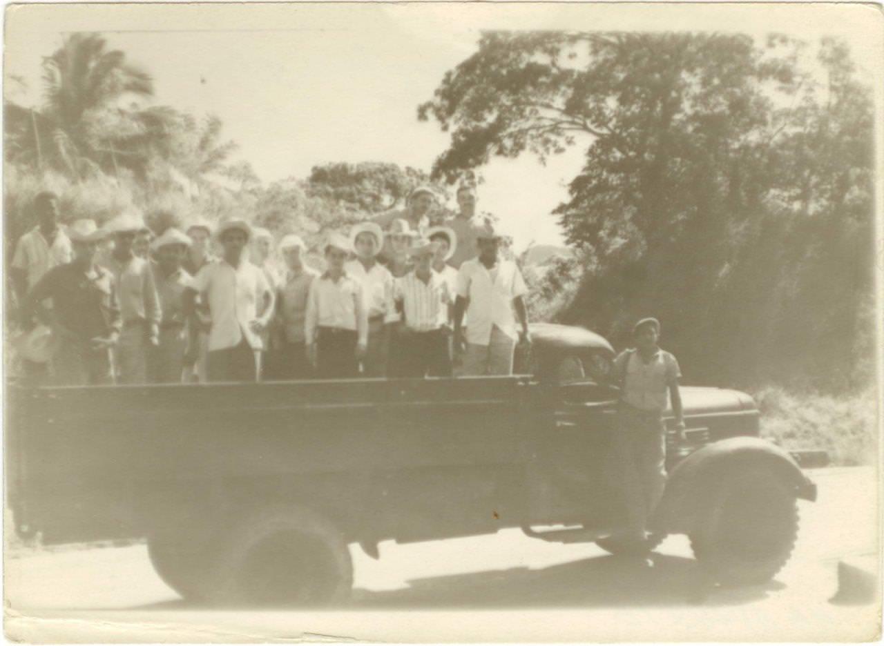 40. Кубинцы на грузовом автомобиле. Республика Куба. 1961 г.
