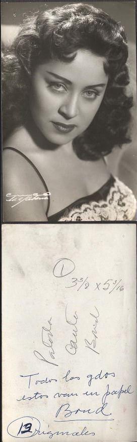 1950-е годы. Фото красивой девушки из ночного клуба.