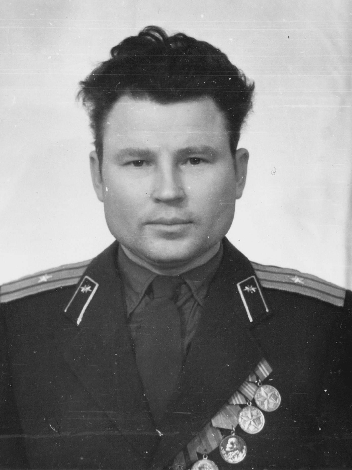 01. Июль 1962. Сафронов Семен Михайлович. Перед отправкой на Кубу.