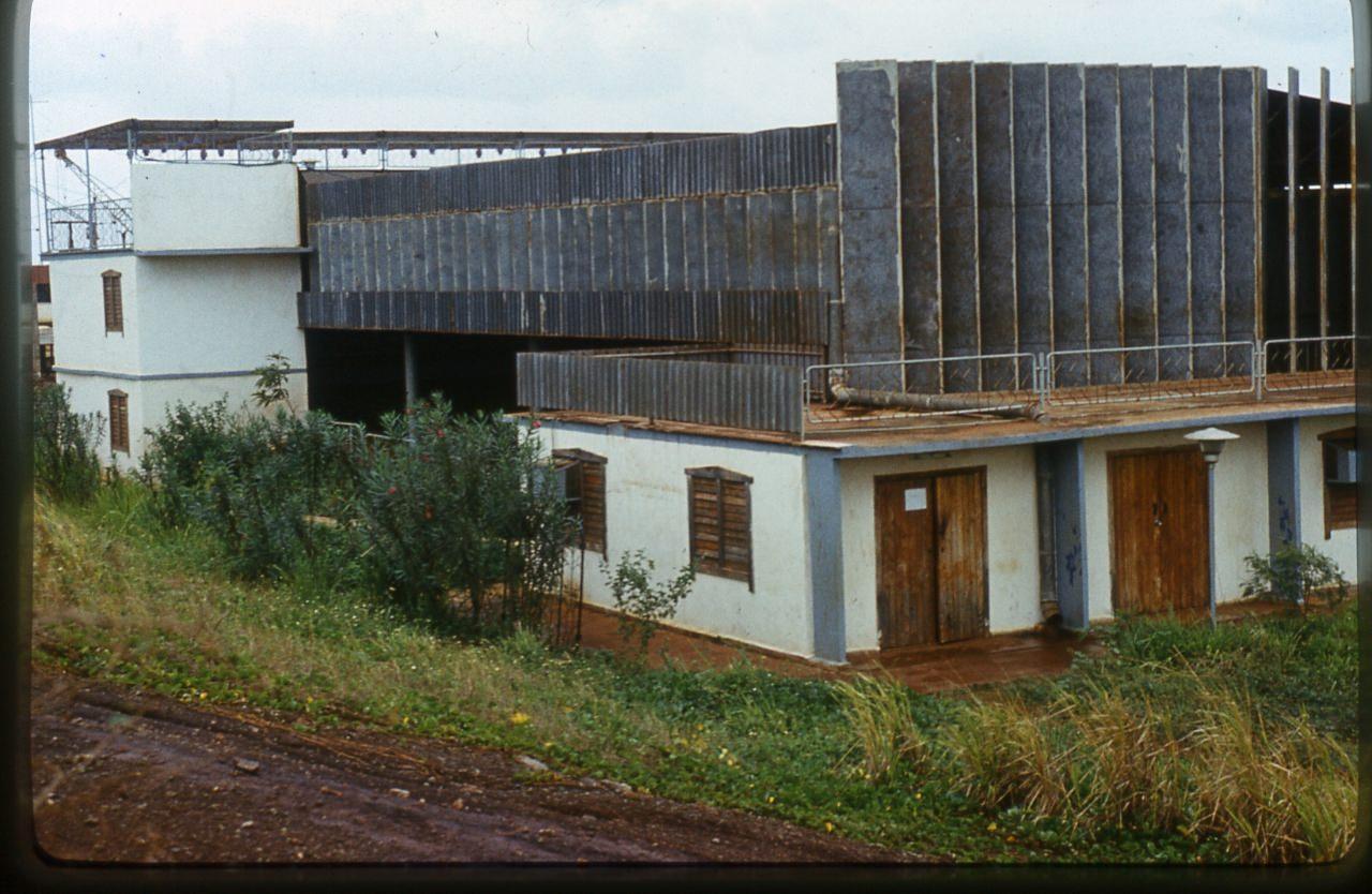 1983-1985. Серия 1. Фото 02. Советский кинотеатр с магазинами в Лас-Колорадас.