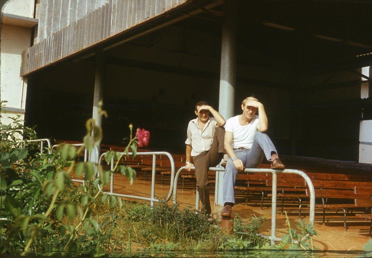 1983-1985. Серия 1. Фото 15. В ожидании кино. Кинотеатр в Лас-Колорадас.
