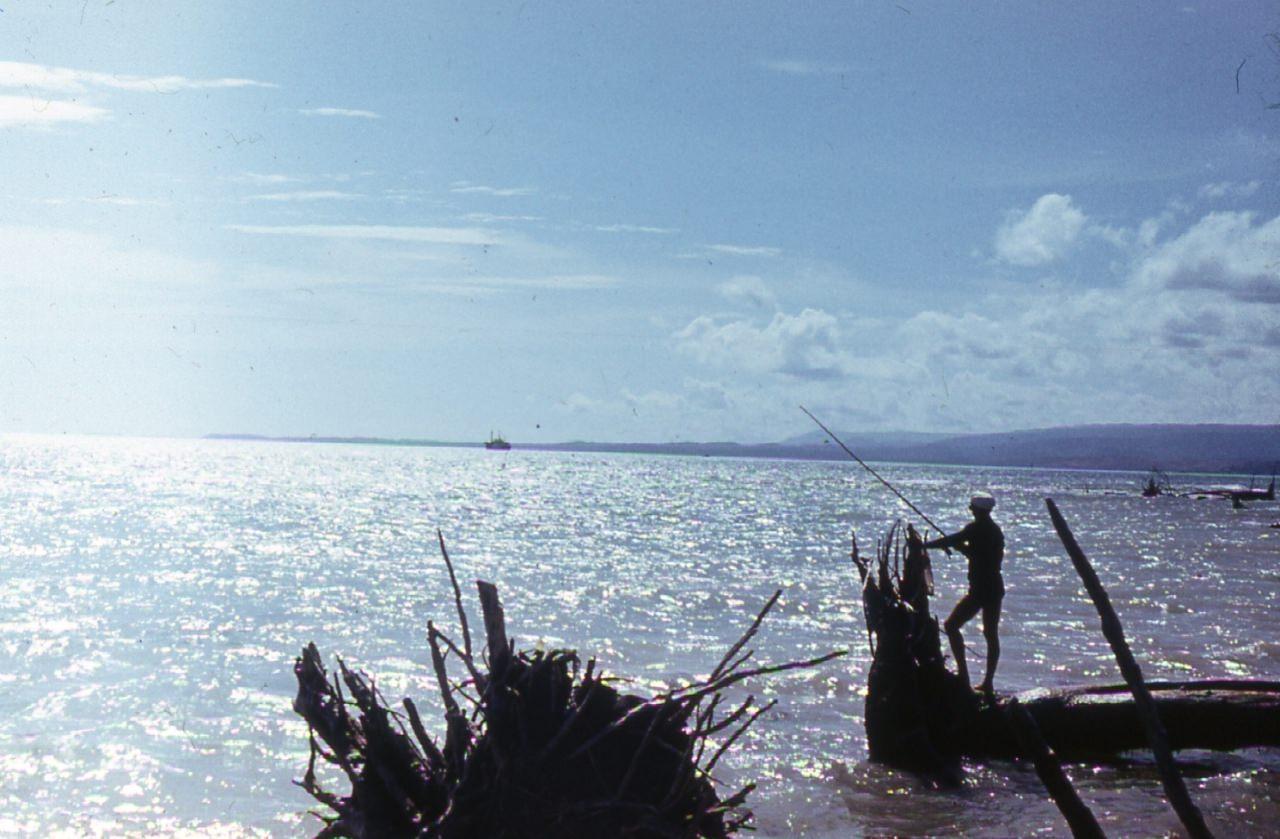 1983-1985. Наш специалист ловит рыбу. Скорее всего, Кайо Моа