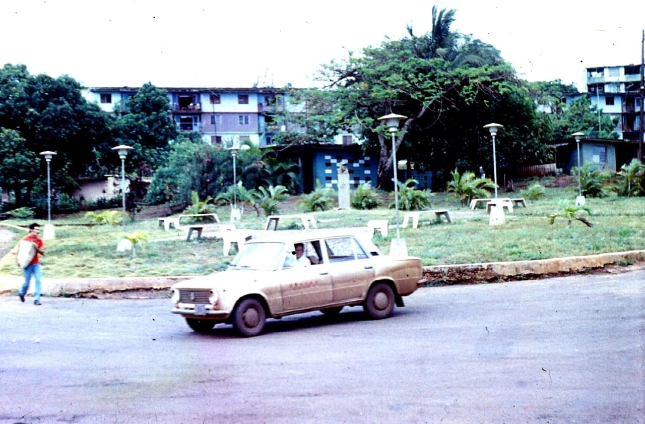 1983-1985. Серия 1. Фото 31. Улица в Роло