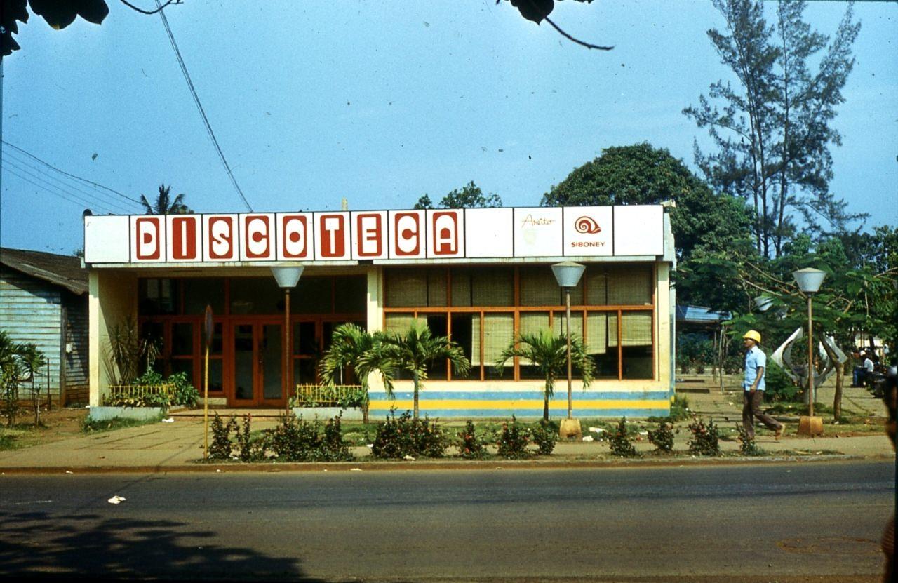 1983-1985. Магазин граммпластинок в Моа.