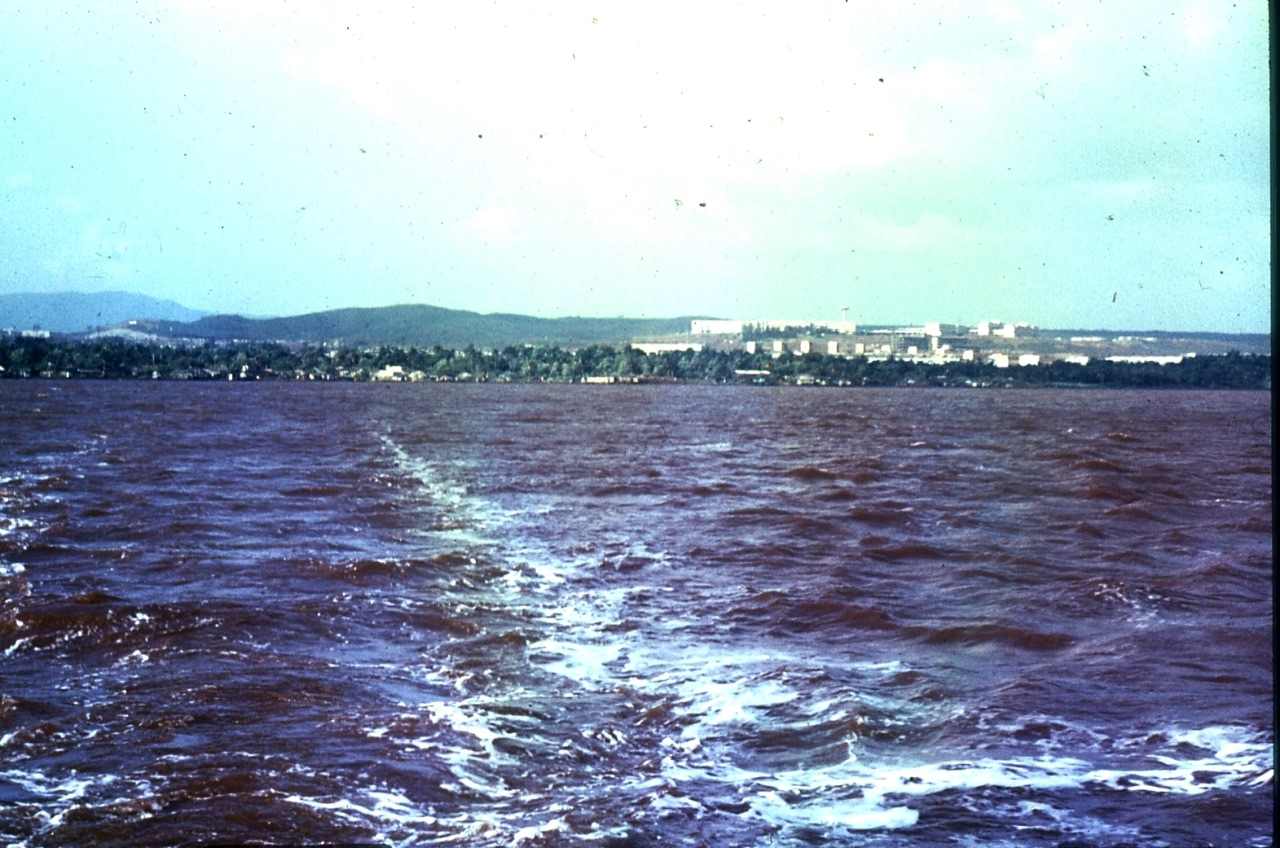 1983-1985. Дорога барки. На заднем плане — Моа