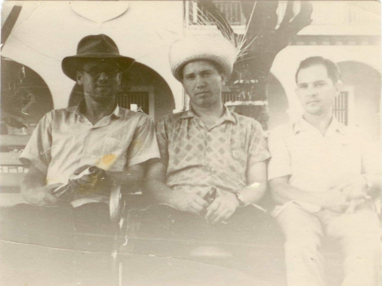 17. Шарапов Виктор Фролович (в центре), Сероносов Константин (слева) и Пряников Виталий на Кубе. Республика Куба. 1961-1962 гг.
