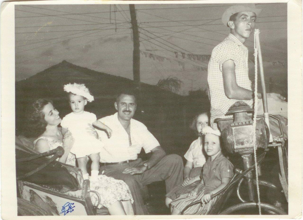 31. Семья врача Хуана Лапласа, друга Шарапова В.Ф. Республика Куба. 1962 г.