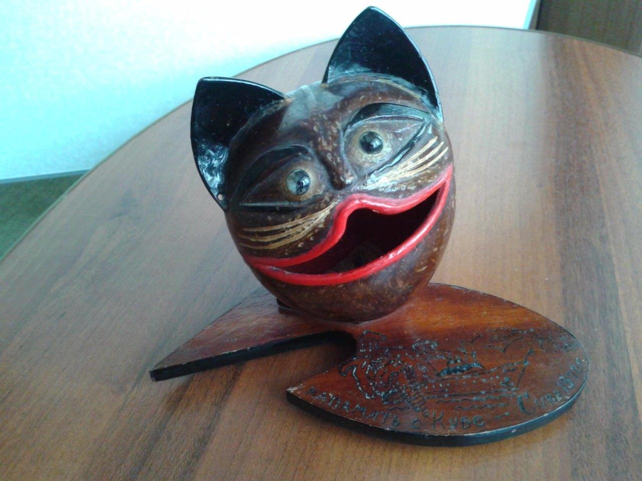 Кот-пелельница на подставке, 2 ракурс
