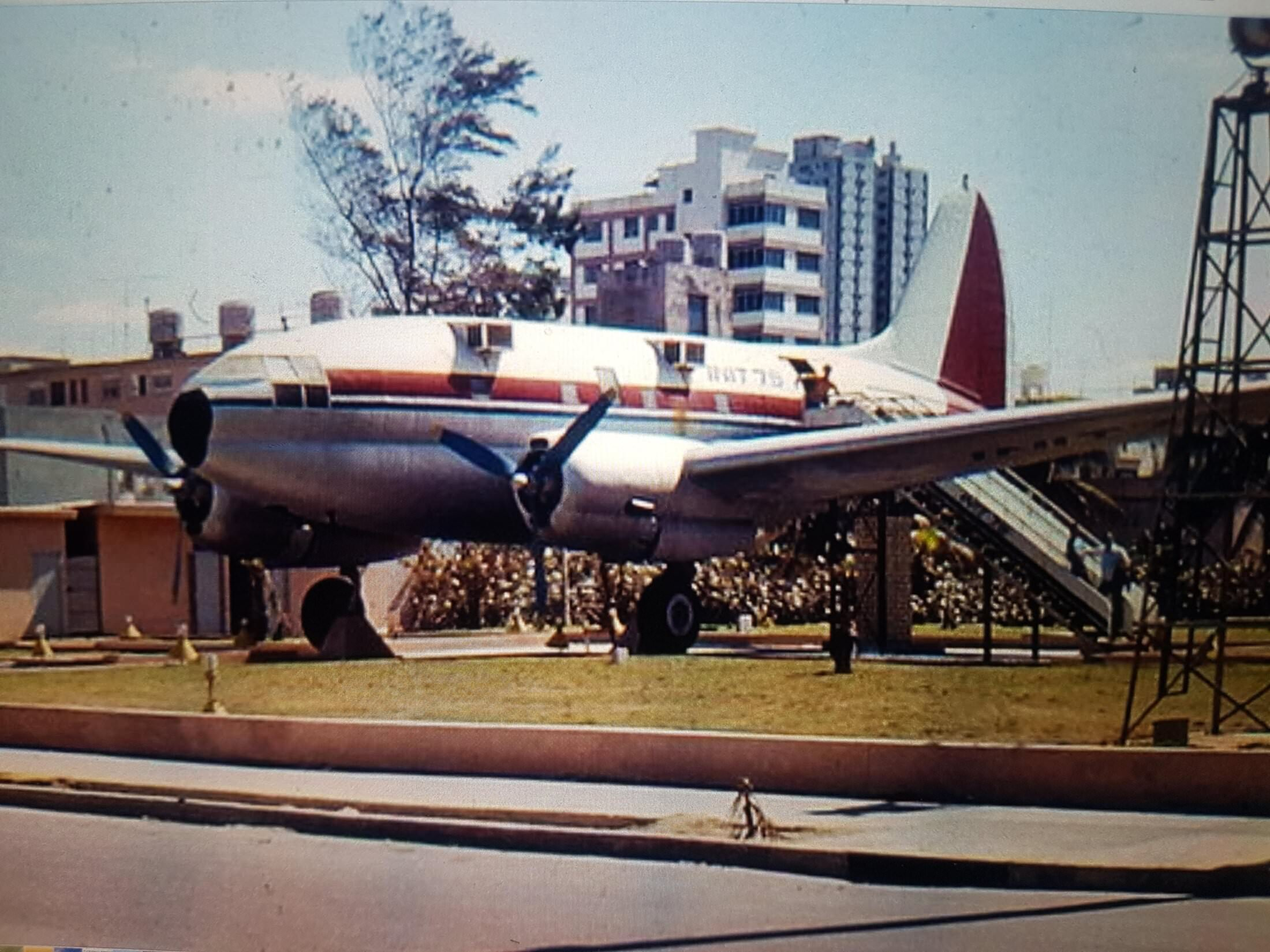1984. Самолет на Малеконе.