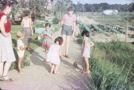 1985. На скамейке, с ручным попугаем
