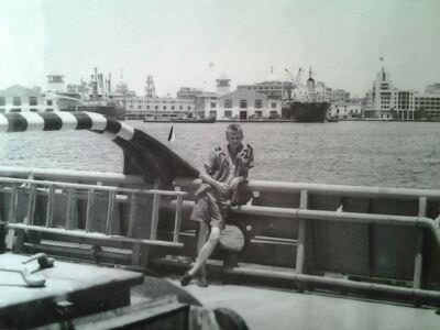 089. На фоне штаба ВМФ Кубы