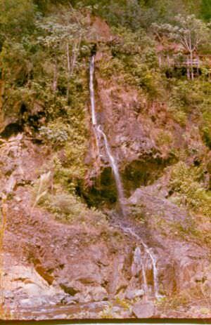 1983-1985. Один из водопадов и водопадиков в районе речки