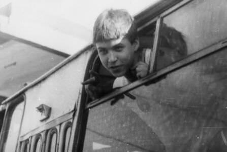 1987-06-03. Казанцев Леша. Отъезд в пионерский лагерь на острове Рауля.