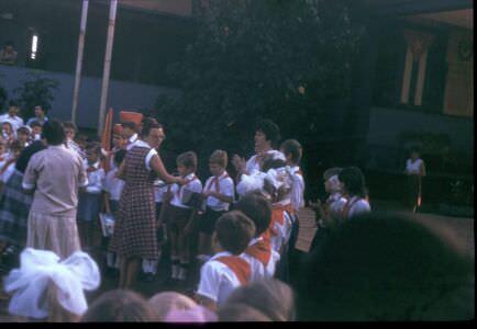 1987. Прием в пионеры во дворе школы в Колорадо. Весна.