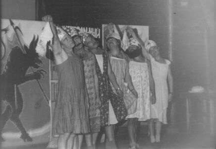 358. Праздник в клубе на горке за Роло-3. Андреев Николай третий слева. 1987