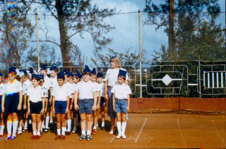 1985-02-23. Строевой смотр к 23 февраля, 2А класс, школа в Роло.