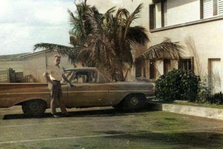 Рядом с машиной Рауля Кастро