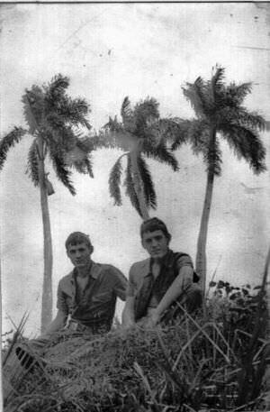 125. 1975-1976. На фоне пальм