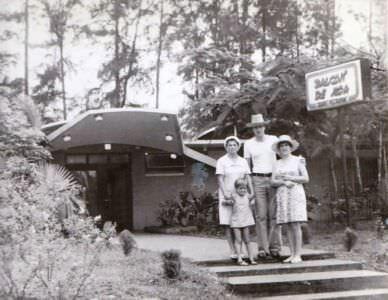 1978-1980. Фото 09. «Возле ресторанчика «Balcon de Moa» (около нашего Роло), фото 1».