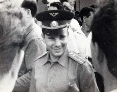 015. 1963, 10-11 октября. Юрий Гагарин в аэропорту Гаваны