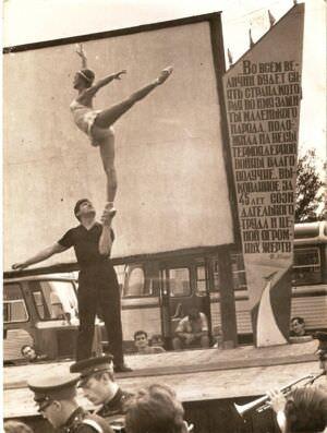 020. Торренс 1962-1964. Сцена (кинозал), на футбольном поле.