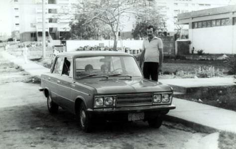1981-1982. Кубинец на фоне своей машины
