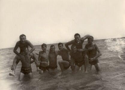 1975-1977. На море