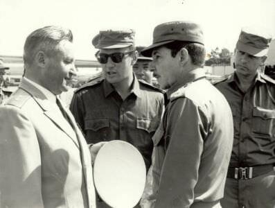 1972-1974. Слева направо: ГВС генерал-полковник Д.А. Крутских, переводчик Е. Морозов, министр РВС Рауль Кастро, начальник ГШ Кубы Сенен Касас.