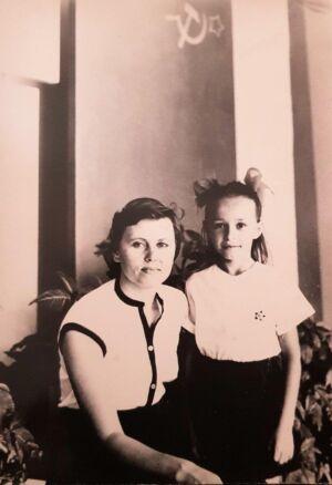 1983-1986. Учительница Тамара ??? и Наталья Тарасенко