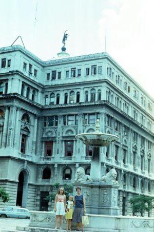 1983-1986. Знаменитый фонтан львов на площади Франциска.