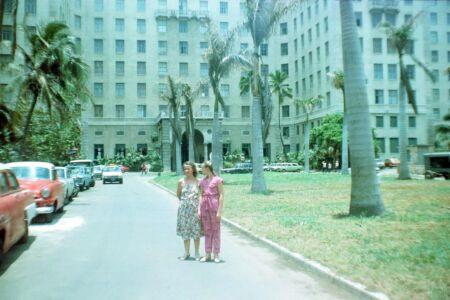 1983-1986. Перед входом в отель