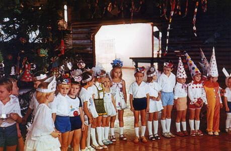 21. 1985, Моа. Новогодняя елка