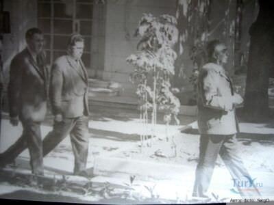 1974. В советском посольстве в Гаване. Леонид Ильич Брежнев, сзади - А.А. Громыко.