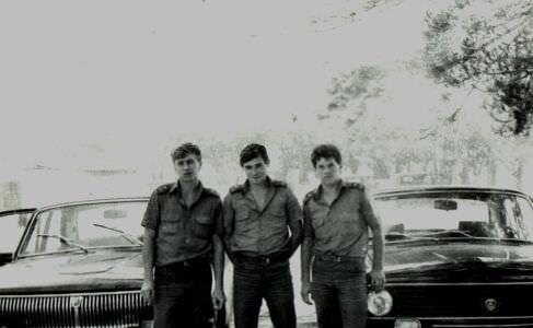 392. 1989. Касабланка, на фоне машин, фото 1