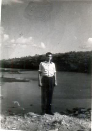 30. А.А. Плисюк на фоне лагуны