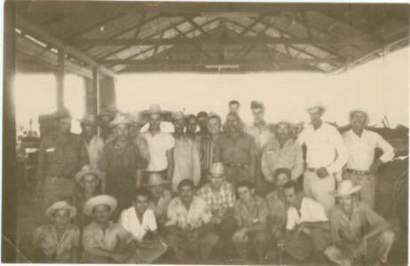 39. Попов Геннадий Александрович (во 2-м ряду  2-й справа) и Пушкин Юрий (в 4-м ряду 2-й справа) с кубинцами. Республика Куба. 1961 г.