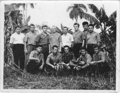 074. На банановой плантации. А.Придворев внизу слева - 2-й