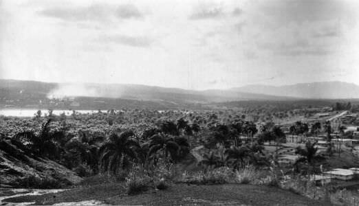 030. Панорамный снимок Моа: слева-направо, 3 из 7