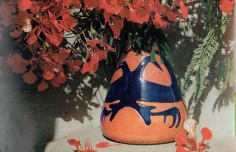 479. Цветы свадебного дерева в вазе с кубинским орнаментом