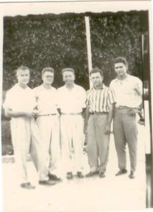 23. Шарапов Виктор Фролович (3-й слева) с коллегами во время прогулки на Кубе. Республика Куба. 1961-1962 гг.