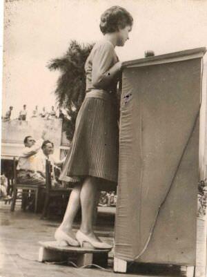 027. 1963, 8 октября. Выступление Валентины Терешковой в Торренсе