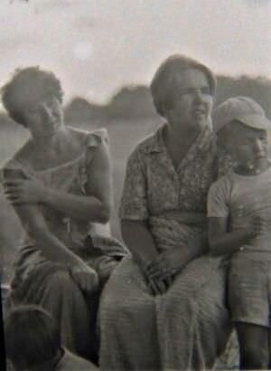 1985-1986. Плывем на остров Кайо Моа. Марина Фещенко, Галина и Ильяс Исламовы.