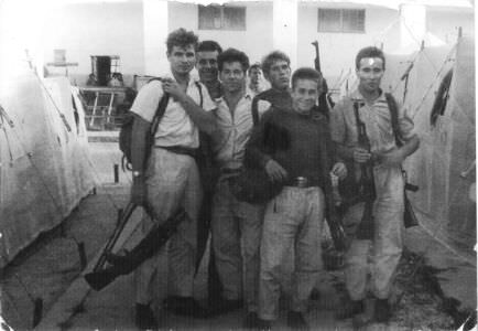 124. «1963. Учебная тревога. Оружия было по 2 автомата на человека»