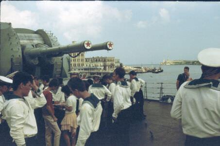 126. На борту гвардейског о эскадренног о миноносца «Гремящий», вид на крепость Эль-Морро