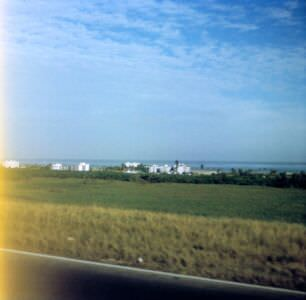 1990. Дорога из Гаваны в Хибакоа (Playa Jibacoa). Городок на побережье.